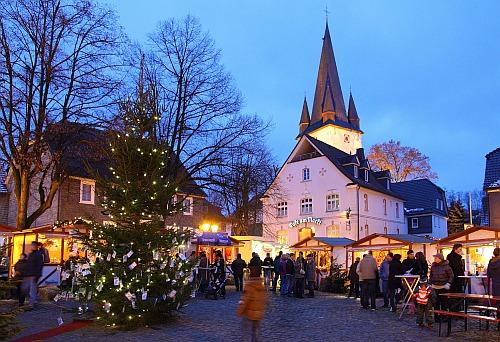 Foto: Der Weihnachtsmarkt Drolshagen lockt mit seinem traditionellen Flair im Ortskern.