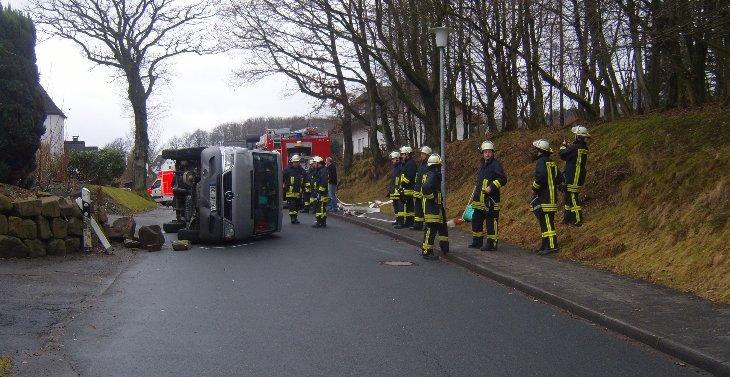 Photo of Wenden: Kindergartenbus mit acht Kindern umgestürzt!