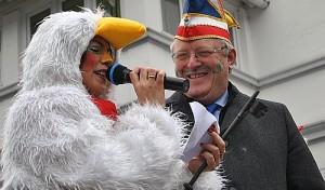 Drolshagen: Im Rathaus sind die Hühner los (Video)