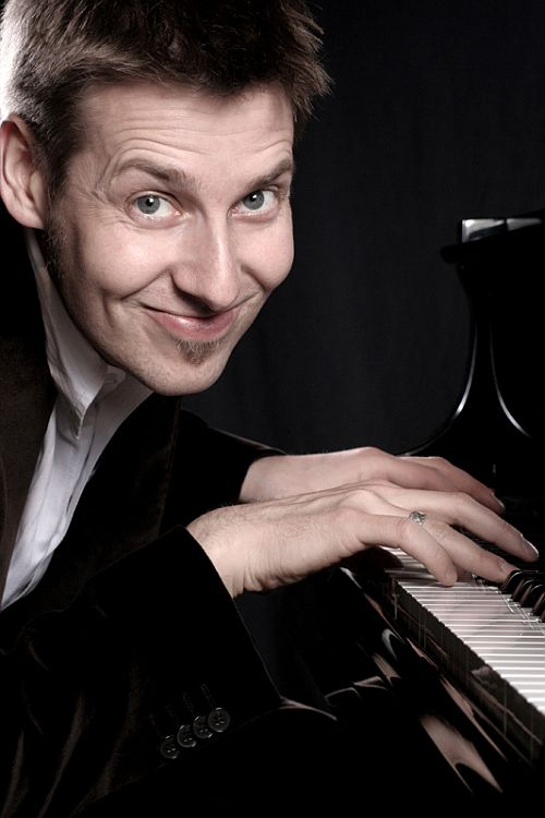 Photo of Pianormales Kabarett mit Daniel Helfrich