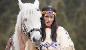 Elspe: Radost Bokel reitet als Nscho-tschi in der diesjährigen Winnetou-I-Inszenierung