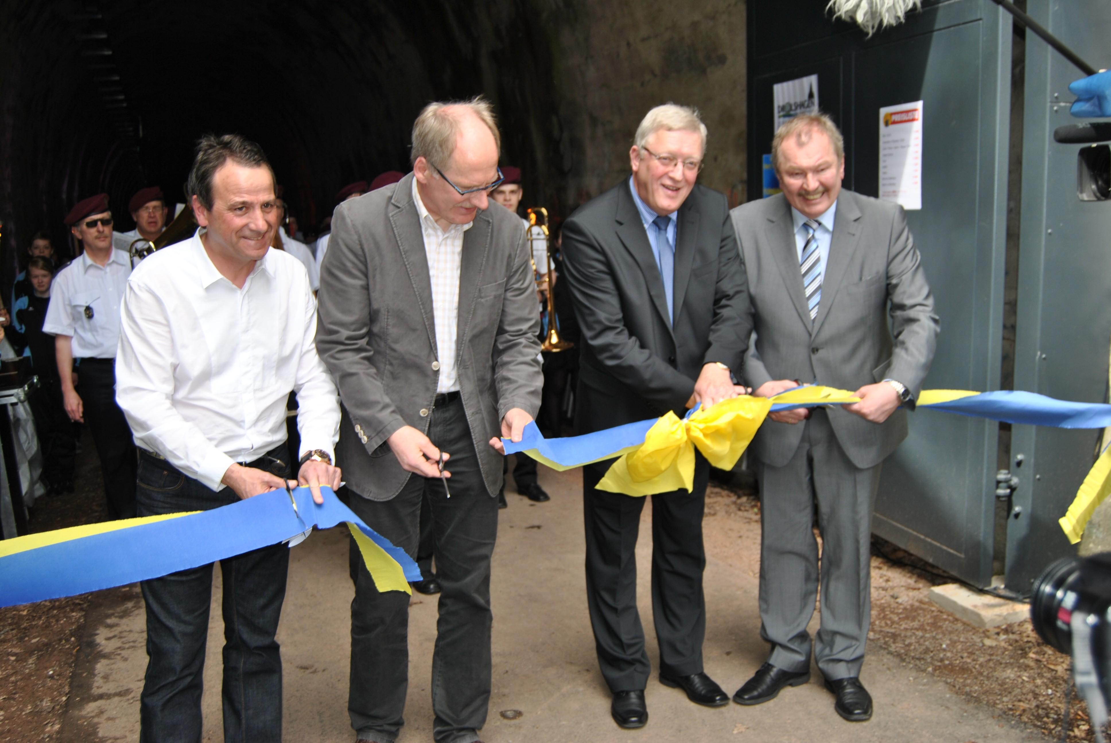 Photo of Drolshagen: Tunnelfest am neuen Fahrradtunnel (Fotostrecke)