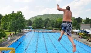 Von Babyschwimmen bis Wassergymnastik: Neues Kursangebot im Mescheder Hallenbad
