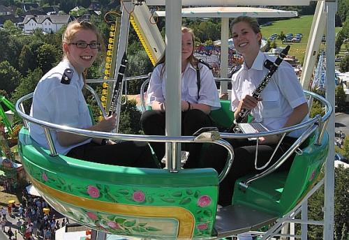 """Der Musikzug der Feuerwehr spielte u.a. """"Preußens Gloria"""" aus dem Riesenrad. Foto: Sven-Oliver Rüsche"""