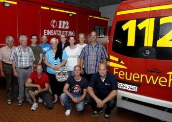 Viele Fachfragen brannten den Mitgliedern der Löschgruppe Sönnern auf den Nägeln, als sie das Rettungszentrum besichtigten. Foto: Wilhelm Müschenborn/Pressestelle Kreis Soest