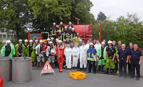 31 Feuerwehrfrauen und -männer aus vielen Feuerwehren des Kreises Soest haben im Juni und Juli an einem ABC-Lehrgang im neuen Rettungszentrum des Kreises am Soester Boleweg teilgenommen. Foto: Presseteam Feuerwehr Kreis Soest