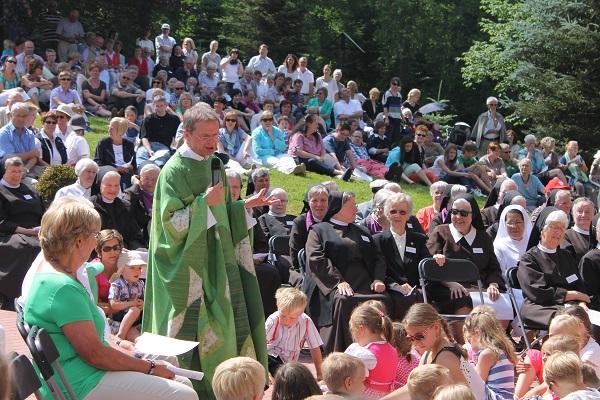 Photo of Tausende Besucher beim Tag des offenen Klosters in Olpe