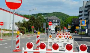 Straßensperrungen bei Brückenfest und Sicherheitsvorkehrungen für Feuerwerk