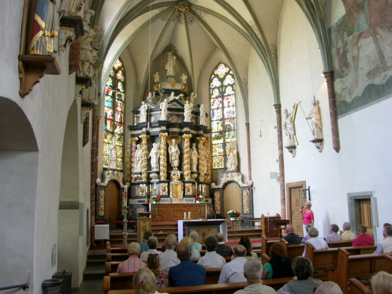 Photo of Barocker Hochaltar in gotischer Klosterkirche.