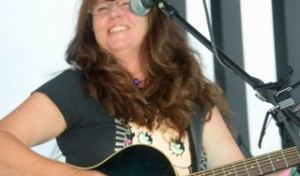 Kelsey Klamath mit Band auf der Seebühne