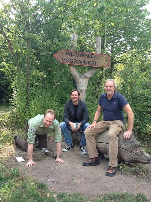 Wildwald-Chef Franziskus von Ketteler, SPD-Bundestagskandidat Dirk Wiese und der 1. Vorsitzende der Waldakademie, Michael Rademacher (Quelle: Franziskus Frhr. v. Ketteler).