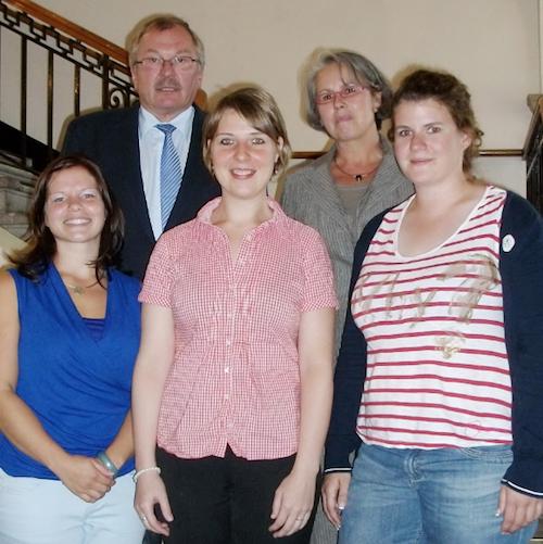 Photo of Kreis Olpe: Drei neue Lehrerinnen an Grundschulen
