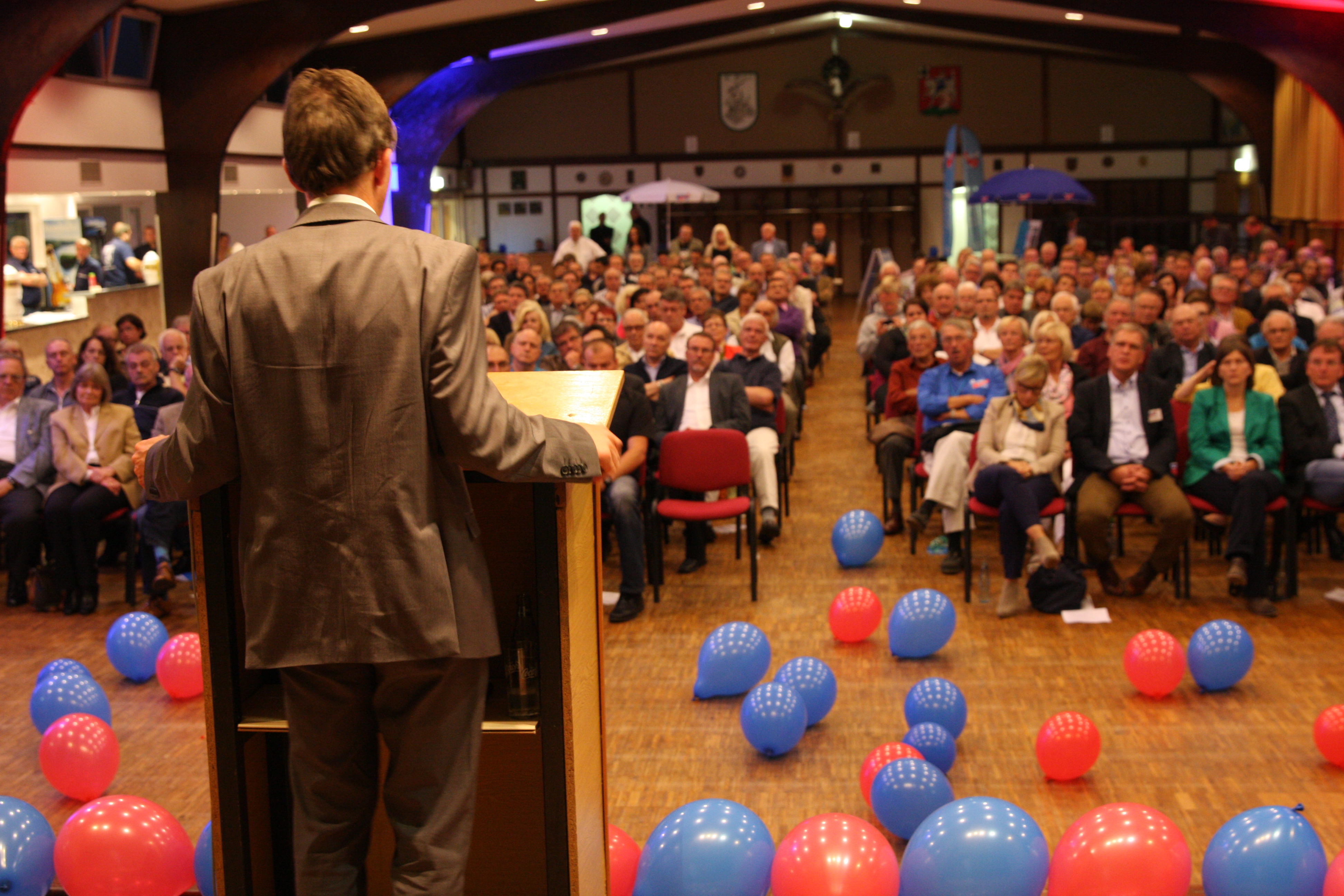 Photo of Fotostrecke: Prof. Dr. Bernd Lucke besucht Olpe