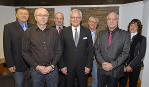 Kreisdirektor gratuliert Funke und Broll zum Dienstjubiläum