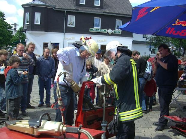 Für Peter Liese, hier bei einer Übung der Feuerwehr Winterberg, ist die gemeinsame europäische Notrufnummer 112 eine Erfolgsgeschichte (Foto: CDU-Europa-Büro für Südwestfalen).