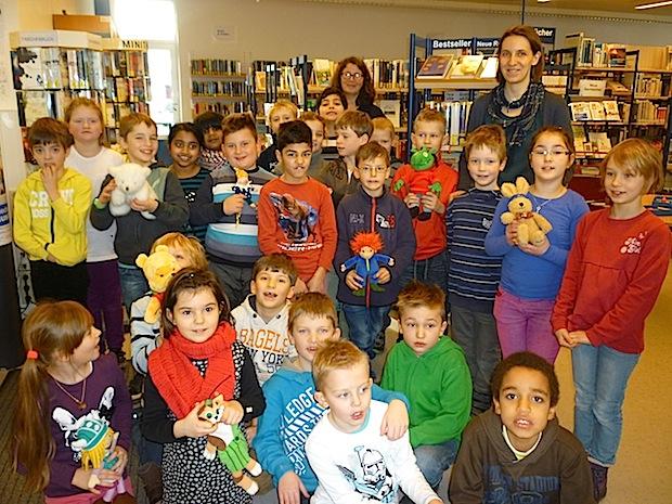 Zweitklässler der Mariengrundschule Meschede erkundeten die Mescheder Stadtbücherei (Foto: Stadt Meschede).