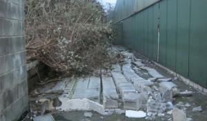 14 Meter Mauer umgefahren: Polizei sucht Zeugen