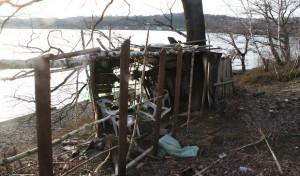 Provisorische Hütte aus Diebesgut gebaut