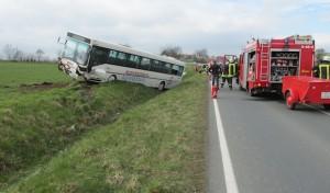 Ense: Kleinwagen mit Bus zusammengestoßen