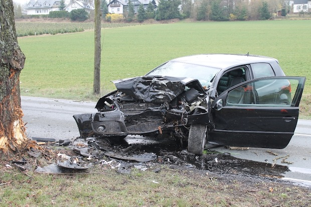Photo of Autofahrer nach Verkehrsunfall schwer verletzt