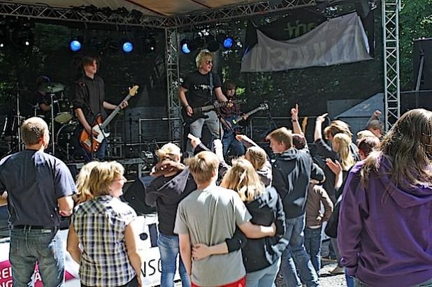 Auch das Publikum kommt beim Amateurrockfestival – hier eine Szene aus dem Jahr 2012 – immer auf seine Kosten (Foto: Kreis Soest).
