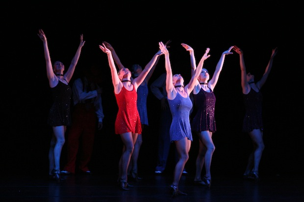 "Photo of ""Dance Fever"" lockt mit Nostalgie ins Stadttheater"
