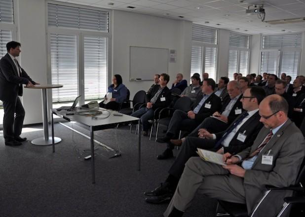 Das Publikum aus Lippstädter Unternehmern folgte interessiert den Ausführungen der Referenten, hier SATRO-Geschäftsführer Patrick Weber (Foto: Stadt Lippstadt).