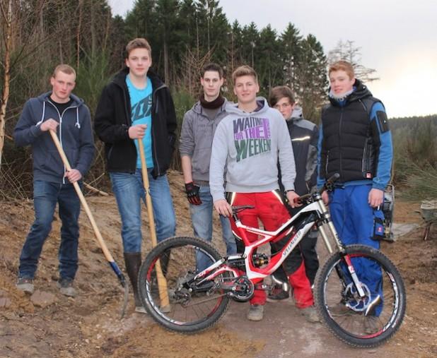 Sehr zur Freude der zahlreichen Jugendlichen aus Attendorn und Umgebung haben die Bauarbeiten für den Mountainbikepark begonnen (Foto: Hansestadt Attendorn).