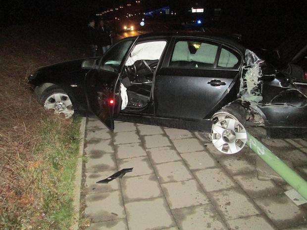 Photo of Hagen-Haspe: BMW prallt gegen Laterne