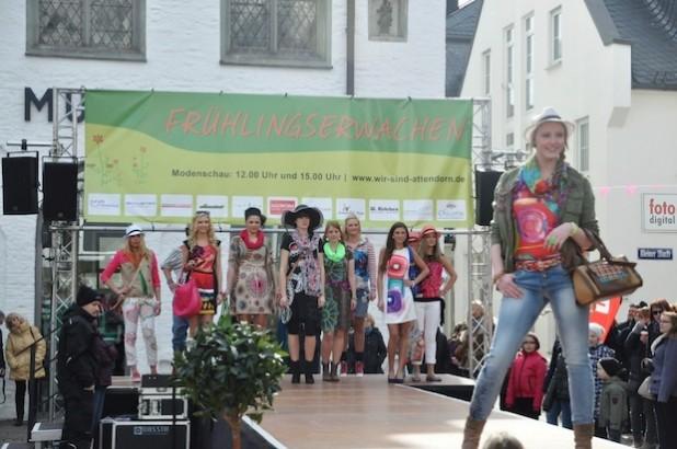 Nach dem großen Erfolg im vergangenen Jahr finden auch beim Frühlingsmarkt am 30. März 2014 wieder zwei Modenschauen mit heimischen Einzelhändlern und Models statt (Foto: Hansestadt Attendorn).