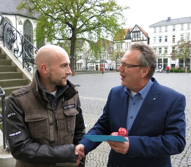 Photo of Die glücklichen Gewinner des Lippstädter Entenrennens 2014