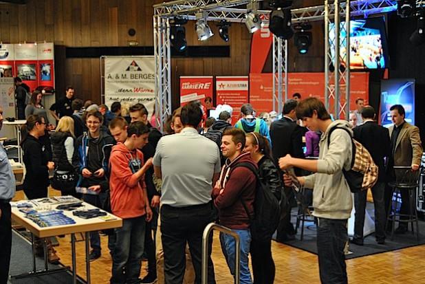 Zahlreiche Schüler nutzten die Börse, um sich zu informieren.