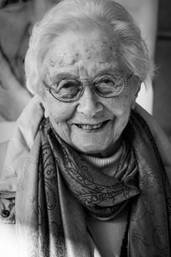 Anna Bärnwick aus Netphen, 92 Jahre, neugierig und interessiert (Quelle: Stadt Netphen).