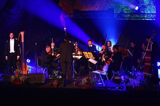 Das Venezia Festival Orchestra mit Dirigent Markus Elsner (Foto: Christian Paul).