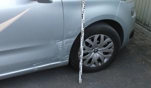 Parkendes Fahrzeug beschädigt und geflüchtet