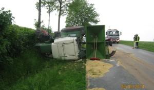 Anröchte-Effeln: Pkw fährt in Traktorgespann