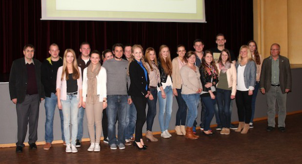 Die Schülerinnen und Schüler des Berufskollegs Brilon im Anschluss an die Präsentation der Ergebnisse (Foto: BWT ∙ Brilon Wirtschaft und  Tourismus  GmbH).