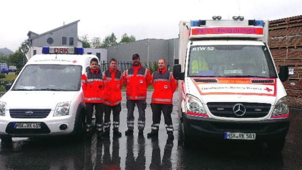 Ramiz Mehana, Manuel Kröger, Michael Kraemer und Mathias Uthoff  (v.l.) mit dem Rettungstransportwagen aus Brilon (Foto: DRK Marsberg).