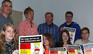 Jugendschutz-Plakat informiert über erlaubte Besuchszeiten auf Schützenfesten