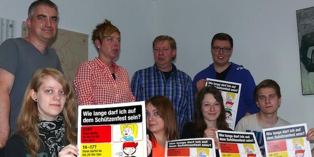 Photo of Jugendschutz-Plakat informiert über erlaubte Besuchszeiten auf Schützenfesten