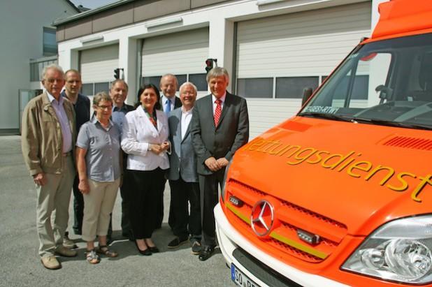 Über die Wiedereröffnung der Rettungswache Geseke freuten sich während der Feierstunde Landrätin Eva Irrgang (4. v.r.), Bürgermeister Franz Holtgrewe (2. v.r.), Dezernent Ralf Hellermann (3. v.r.) und Vizelandrat Dr. Günther Fiedler (r.) sowie die Kreistagsabgeordneten (v. l.) Karl-Heinz Wilmes, Thomas Kersting, Susanne Schulte-Döinghaus und Horst Schlitt (Foto: Paul Knierbein/Kreis Soest).