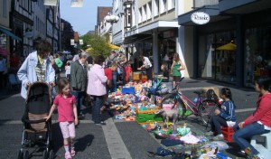 Schauen und kaufen: Kein Altstadtfest ohne Trödelmärkte