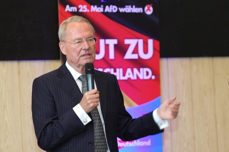 Hans-Olaf Henkel zu Besuch im Sauerland. Vortrag in Olpe. Fotos: Sven Hupertz