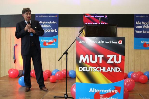 """Finanzrichter Dr. Michael Balke referierte zur neuen """"Grundgesetzpartei""""."""