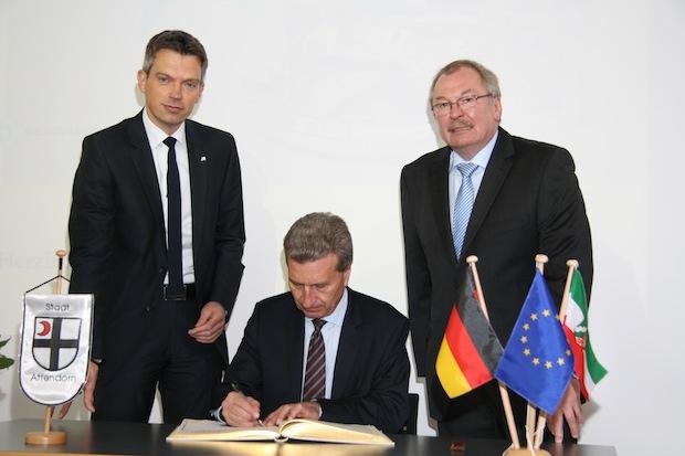 Photo of Günther Oettinger im Goldenen Buch der Stadt