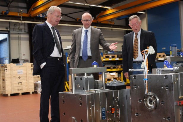 Vor seinem Auftritt bei der Wahlkampfveranstaltung, besuchte Hans-Olaf Henkel den WIRO Werkzeugbau.