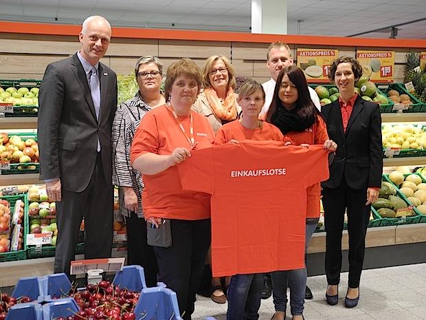 Photo of Einkaufslotsen helfen im REWE:XL-Markt