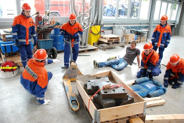 Technische Rettung einer eingeklemmten Person (Foto: Freiwillige Feuerwehr Lennestadt).