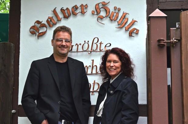 Chorleiter Klaus Levermann und Chororganisatorin Uta Baumeister freuen sich auf die neue Herausforderung (Foto: Festspiele Balver Höhle e.V.).