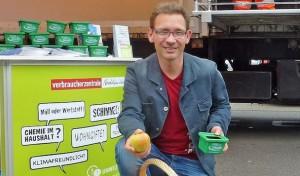 """Aktion """"Äpfel für Abfall"""" am Schadstoffmobil"""